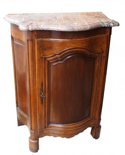 beau petit meuble galbé ouvrant à une porte dessus marbre époque XIV