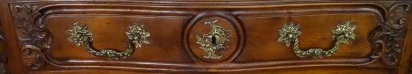 Commode lyonnaise en noyer, 18e siècle