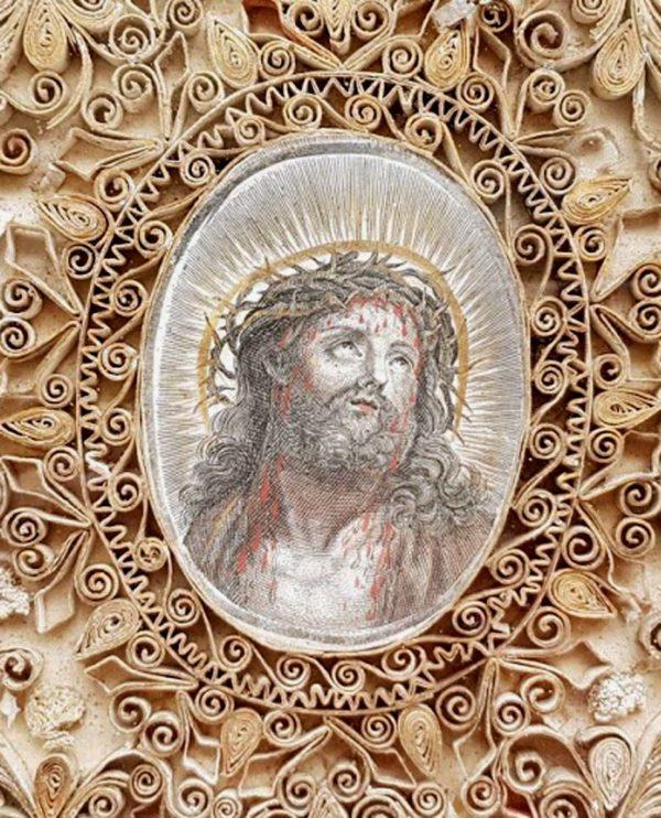 Paperolle, Christ à la Sainte Couronne
