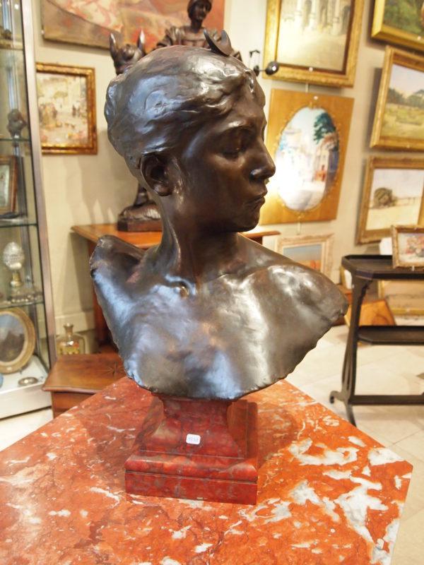 Buste de Diane chasseresse par Jean Alexandre Joseph FALGUIERE