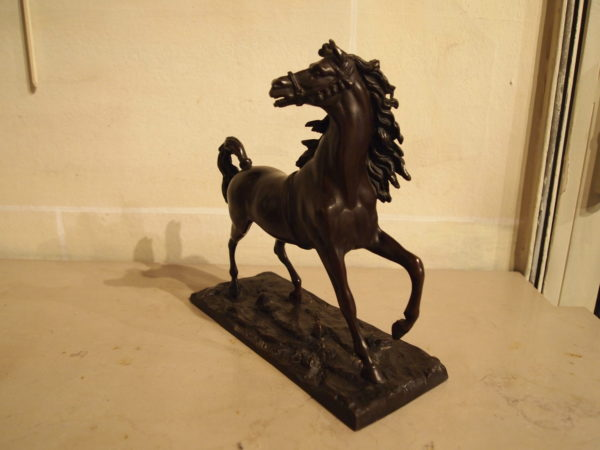 Un cheval en bronze par Isidore Jules BONHEUR